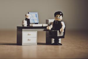 A queda da eficiência e produtividade também é um desafio em empresas com alto índice de absenteísmo.